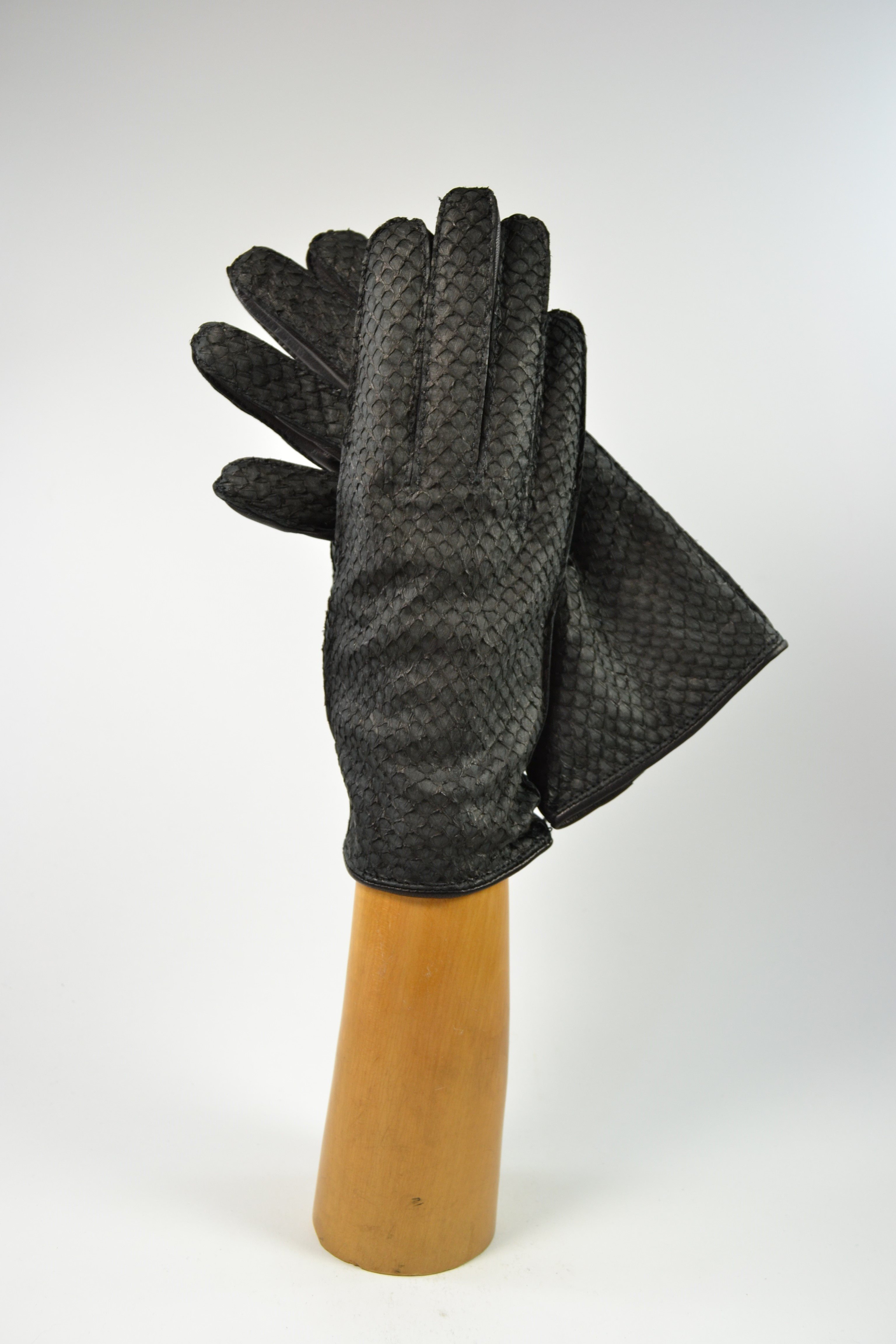 Salmon ladies gloves, cashmere lined, black