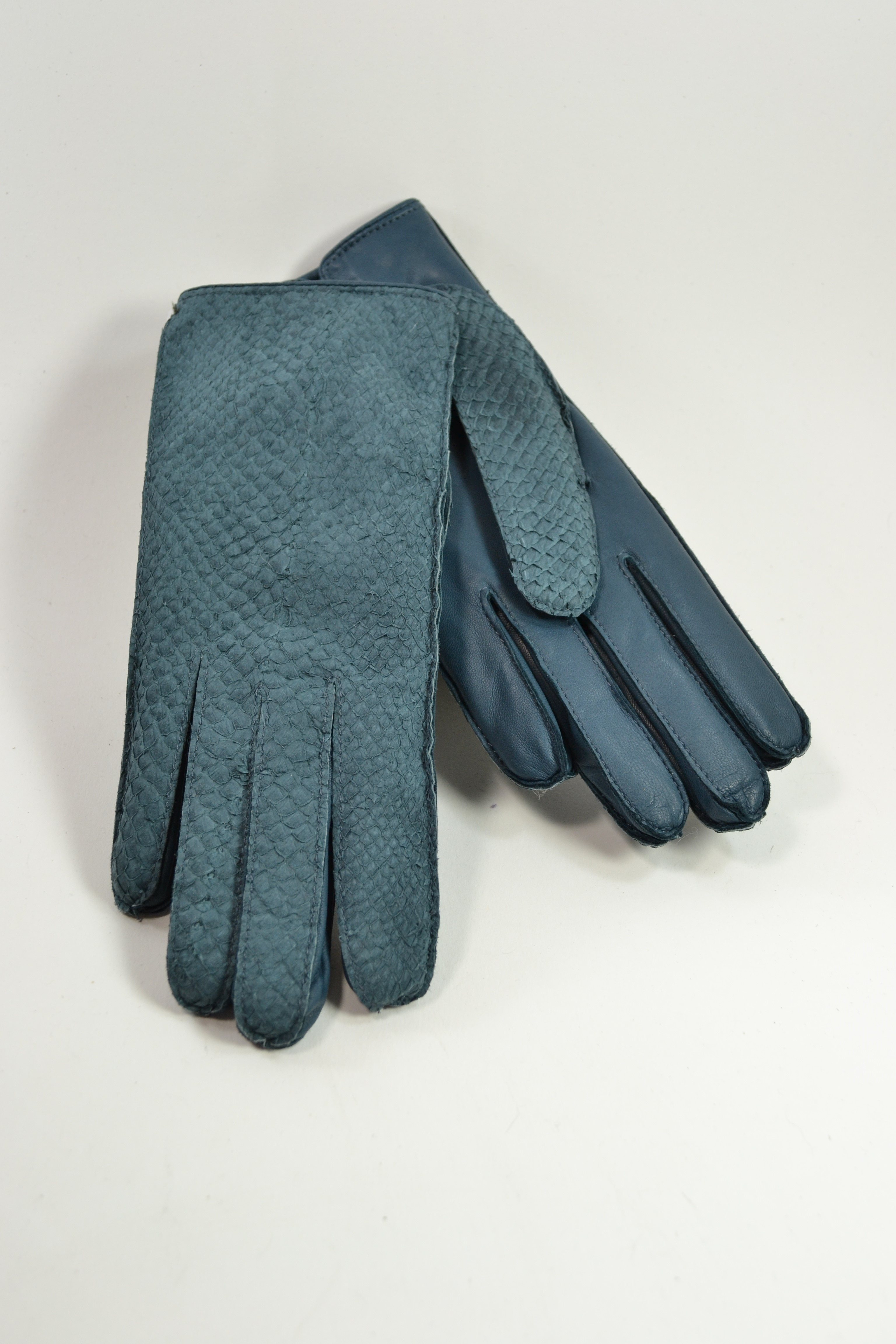 Salmon ladies gloves, cashmere lined, petrol blue