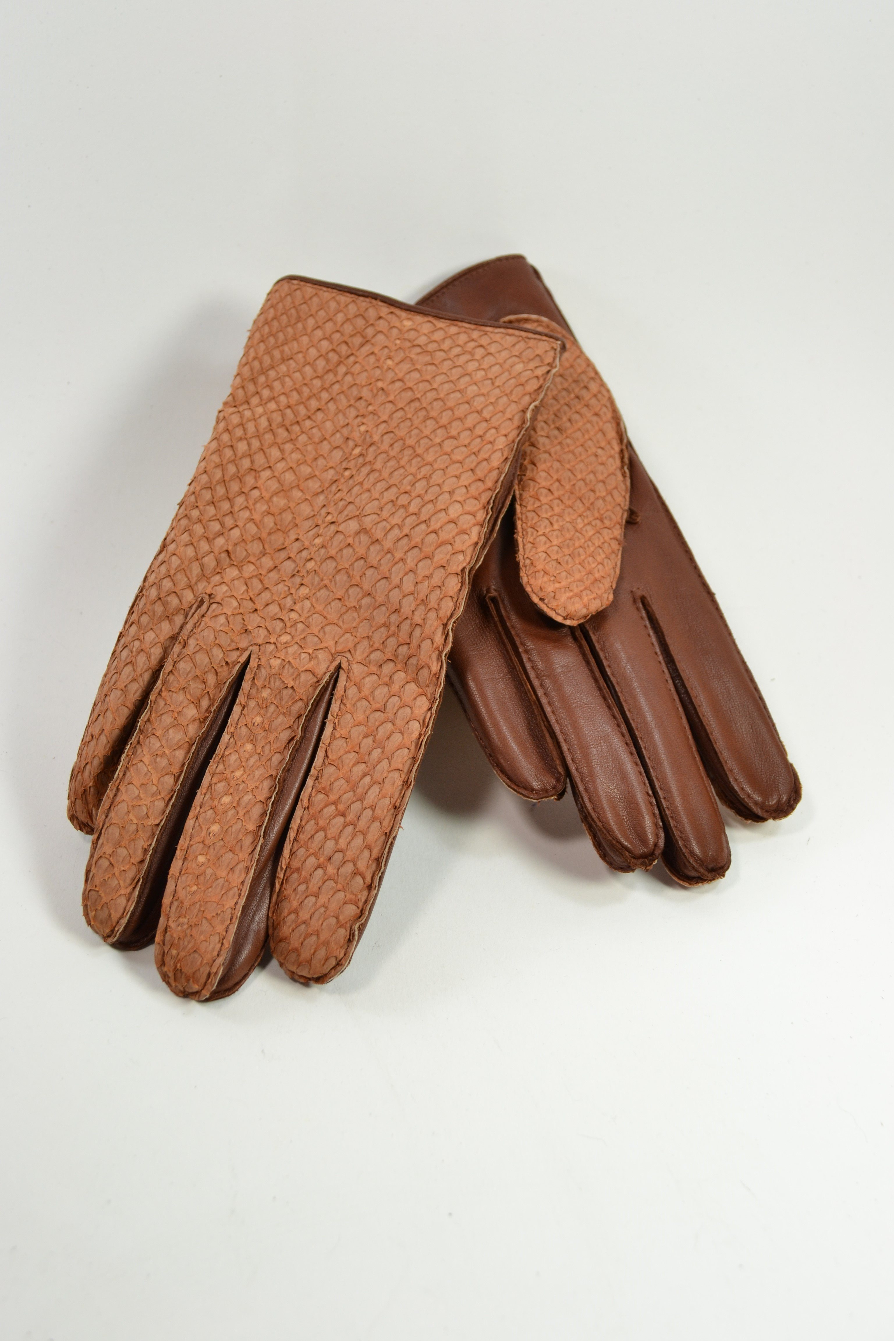 Salmon ladies gloves, cashmere lined, tan